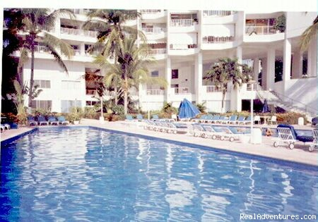 Poolside View - ACAPULCO BEACHFRONT Condo - With Cook/ Housekeeper