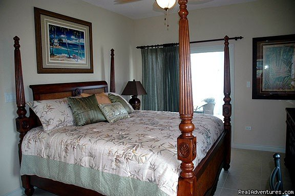 Master bedroom | Image #10/20 | Cayman Breeze Luxury Beachfront Condo at Rum Point