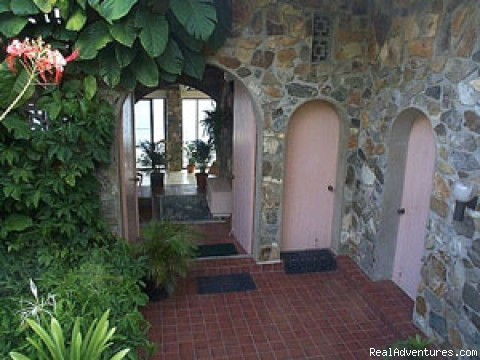 Tropical Garden Entry - Romantic waterfront villa, private snorkeling beac