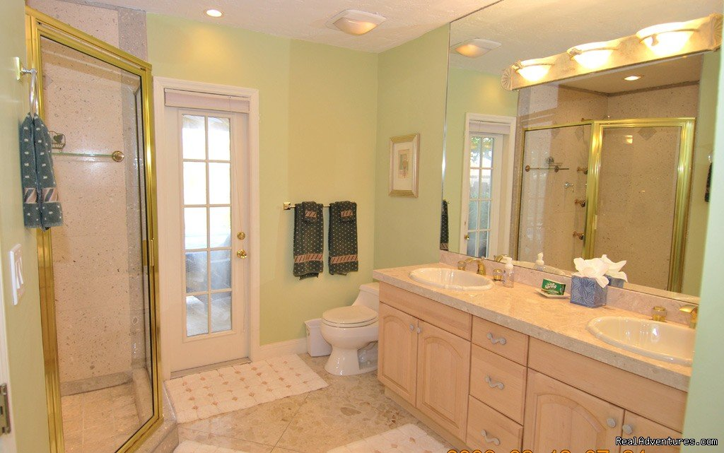 Fort Lauderdale, FL vacation rental home, master bath | Image #13/18 | Florida luxury home rentals