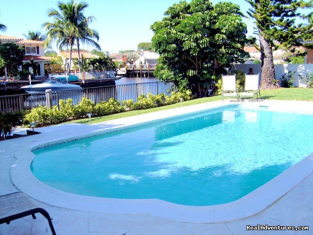 A private 4BR/4BA waterfront home - sleeps 10 - luxury waterfront vacation rental villa located in Fort Lauderdale's finest