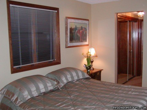 Master Bedroom with King Bed | Image #3/6 | Townhouse with Private hot tub at Kings Crossing