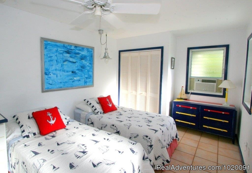 Downstairs Bedroom (Twin or King) | Image #11/19 | Charming 2 Bed/2 Bath Villa with Hot Tub and Views
