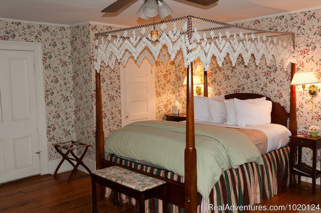 The Alleghany Room | Image #7/7 | Country hospitality at the Hummingbird Inn