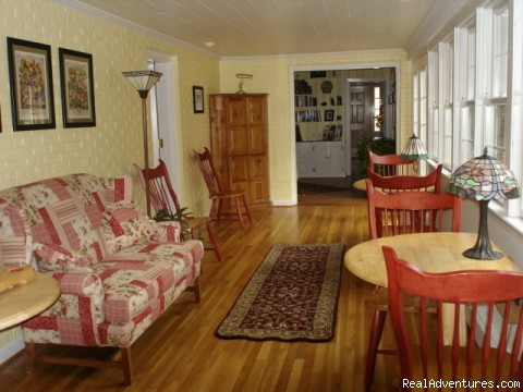 Sunroom/Courtyard - Inn at 802, A Williamsburg Bed & Breakfast