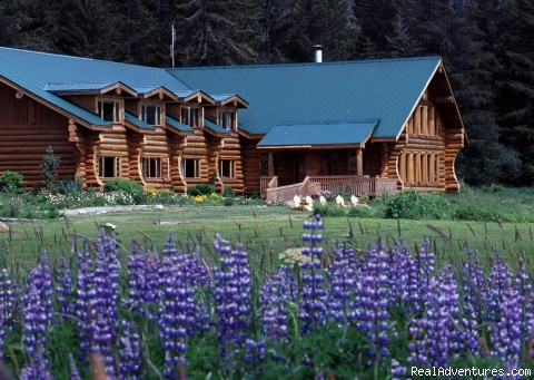 Front view - Glacier Bay's Bear Track Inn