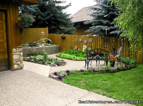 Garden sitting area - Accommodations Jasper