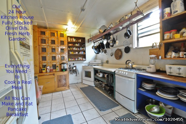 Kitchen House - Everglades Hostel & Tours