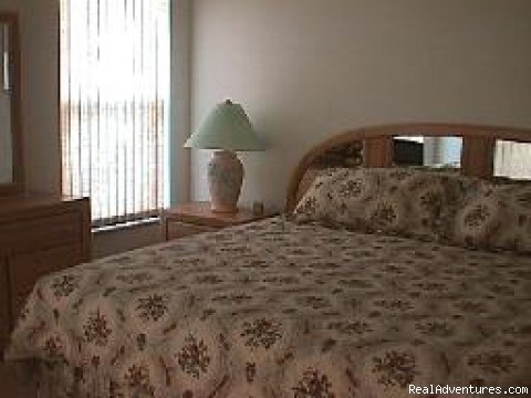 Master Bedroom - Lakeside Vacation Home Near Disney