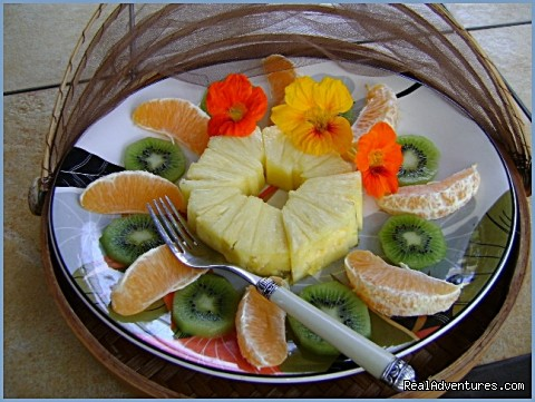 Bed and Breakfast fruit platter - Ocean Breeze Hideaway--Maui B&B & Oceanfront Condo