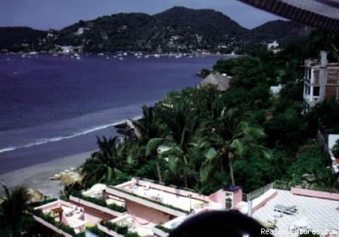 - Casa Leigh Y Loros, Zihuatanejo Mexico