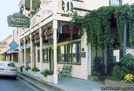 1859 boutique hotel b&b in heart of gold rush area, nine rooms restored to the casual elegance of a simpler/romantic era.  Near Yosemite National Park.  Highly-acclaimed restaurant & original full service saloon & espresso bar. Open daily & all year.