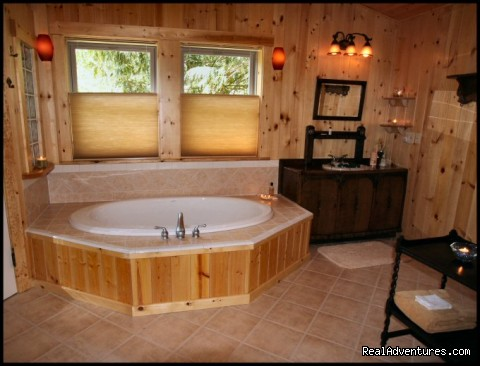Trillium's 86 gallon soaking tub for two - Jasmer's Mt. Rainier Cabins & Fireplace Rooms