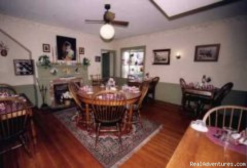 Oak Dinning room (#8 of 20) - Colonial House Inn & Restaurant