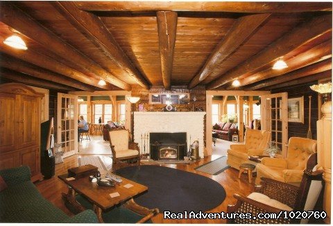 Sunny Rock Bed and Breakfast,Livingrm & Riverstone Fireplace - Sunny Rock Bed & Breakfast Haliburton Highlands ON
