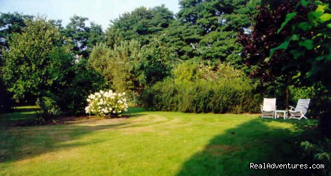 Our Big Garden, Enjoy And Meet Other Guests - Vanhercke medieval Bed and Breakfast near Gent
