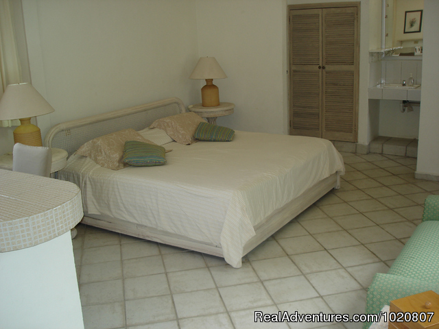 Suite with king size bed and  efficiency - CANCUN  INN, Suites   El Patio, Puerto Cancun