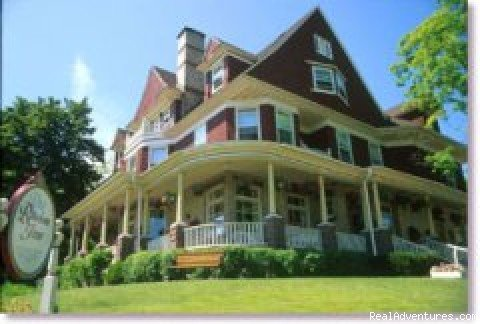 Gourmet Dining and Lodging in two Queen Anne Victorians and a private cottage. Lake Superior views, fireplaces, private baths, whirlpools. Romantic Getaways, Dinner Concerts, Weddings. Open year round.