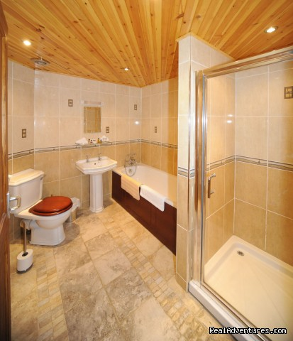 Room 14 bathroom - Craigard House Hotel - your home from home