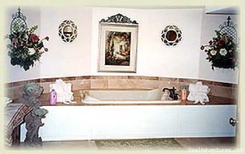 Experience the whirpool suite - Cameo Rose: Madison's Victorian Country Inn B&B