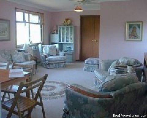 Luxury ensuite bedrooms in quality house over looking a park. Situated on the Sunset Coast. 2 minutes from beautiful beaches and only 20mins to Perth City.