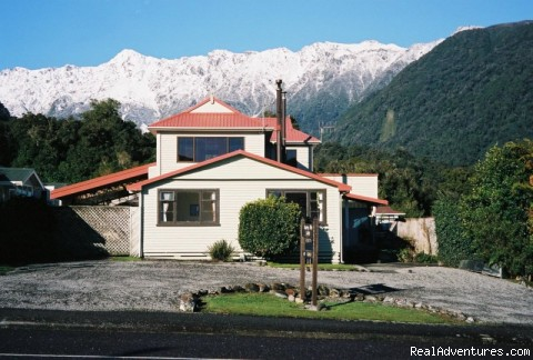Roaring Billy Homestay: Front View