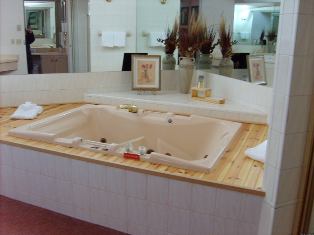 Townhouse Jaccuzzi | Image #5/12 | Mt. Haven Country Resort & Restaurant