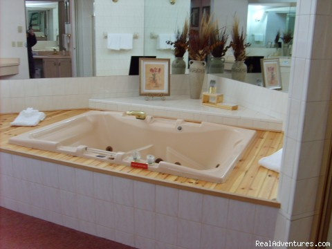 Townhouse Jaccuzzi - Mt. Haven Country Resort & Restaurant