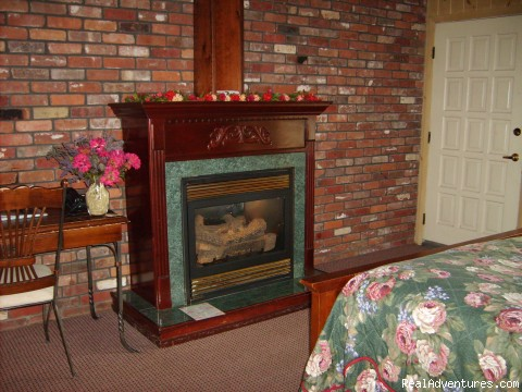 Getaway Suite Fireplace (#8 of 13) - Mt. Haven Country Resort & Restaurant