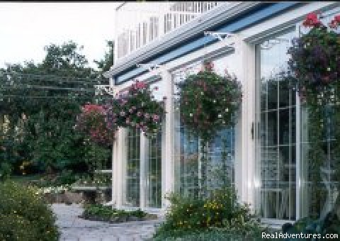 Hanging Baskets Galore - Lakeside Country Inn on Kamloops Lake