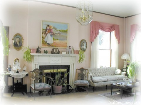 1st floor Parlor - River Rose Inn Bed & Breakfast