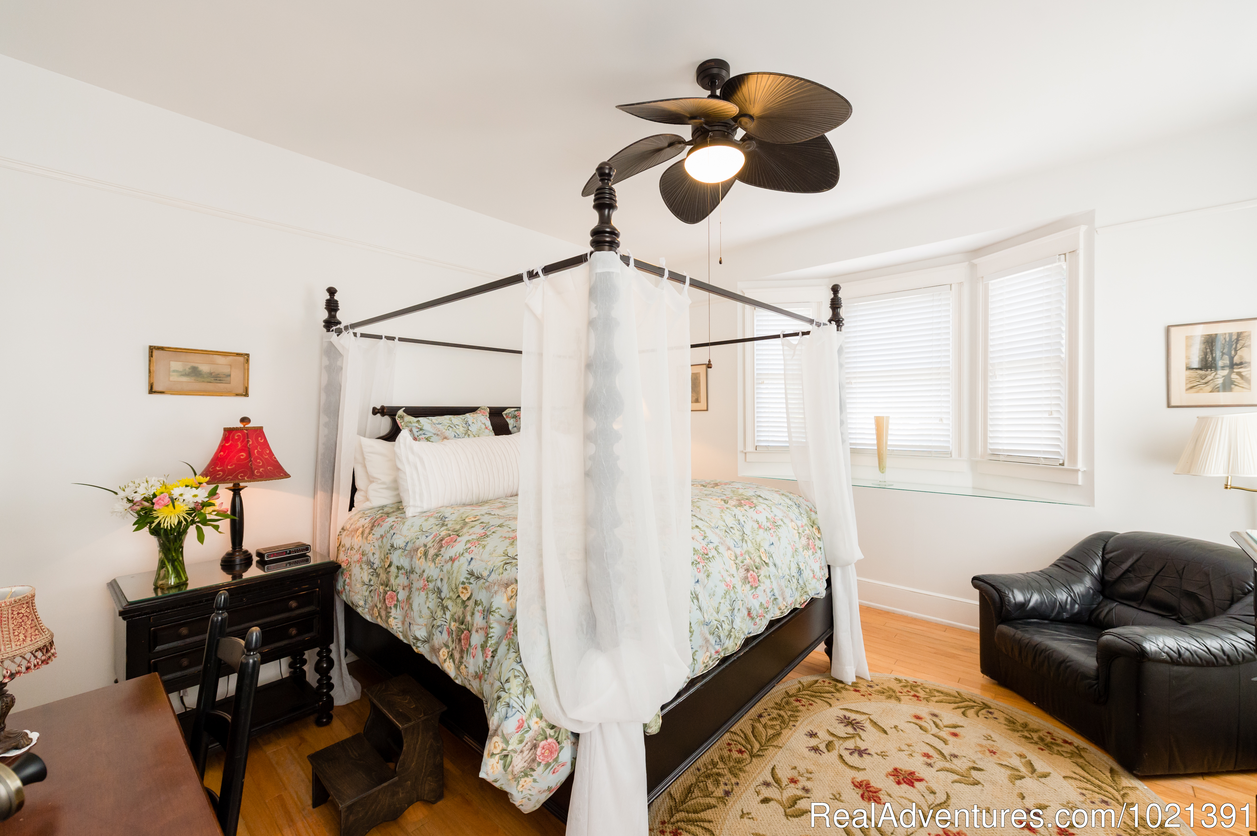 Room 1 - King | Image #2/16 | Hoyt House Bed and Breakfast