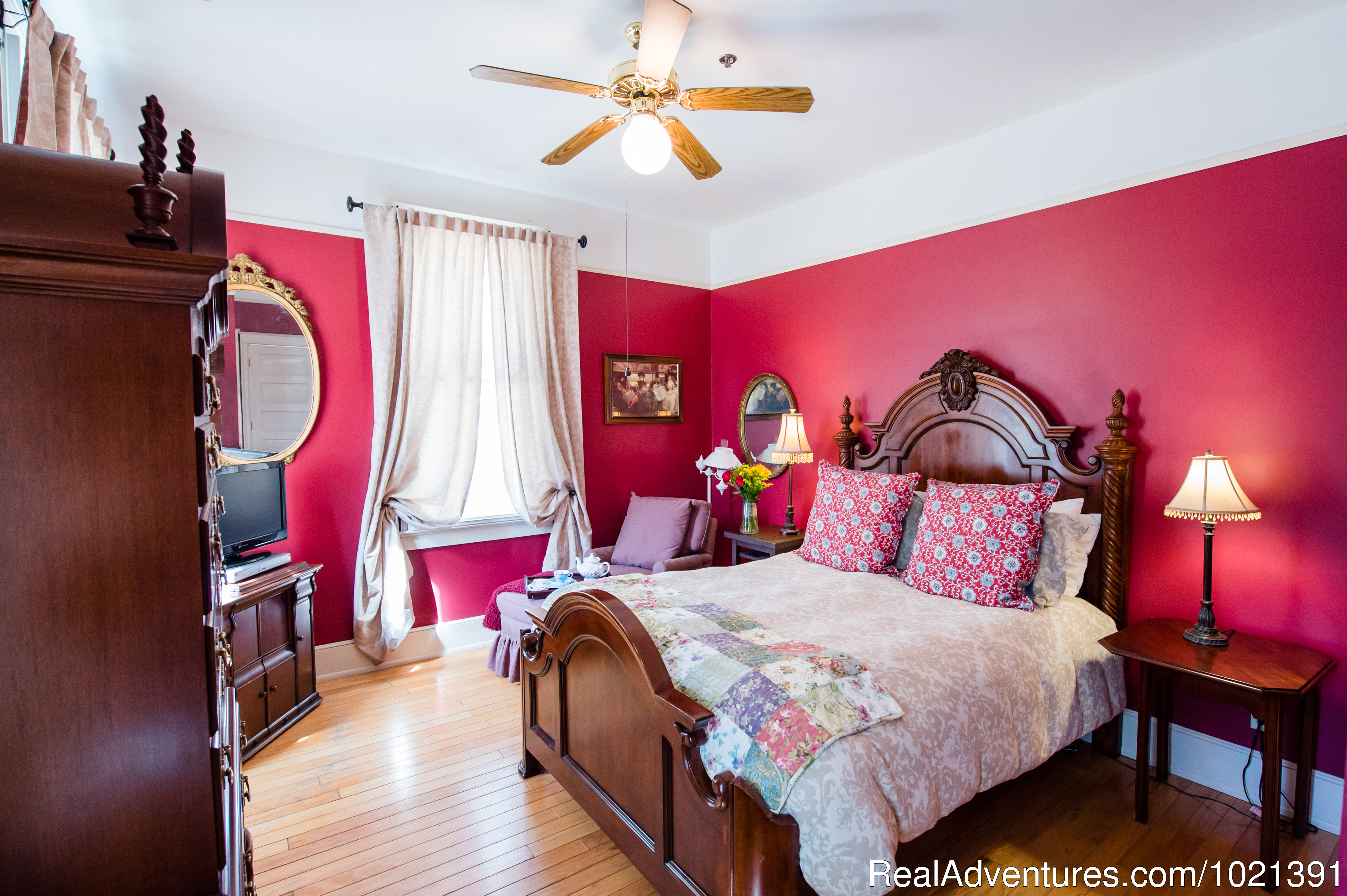 Room 2 - Alden | Image #3/16 | Hoyt House Bed and Breakfast