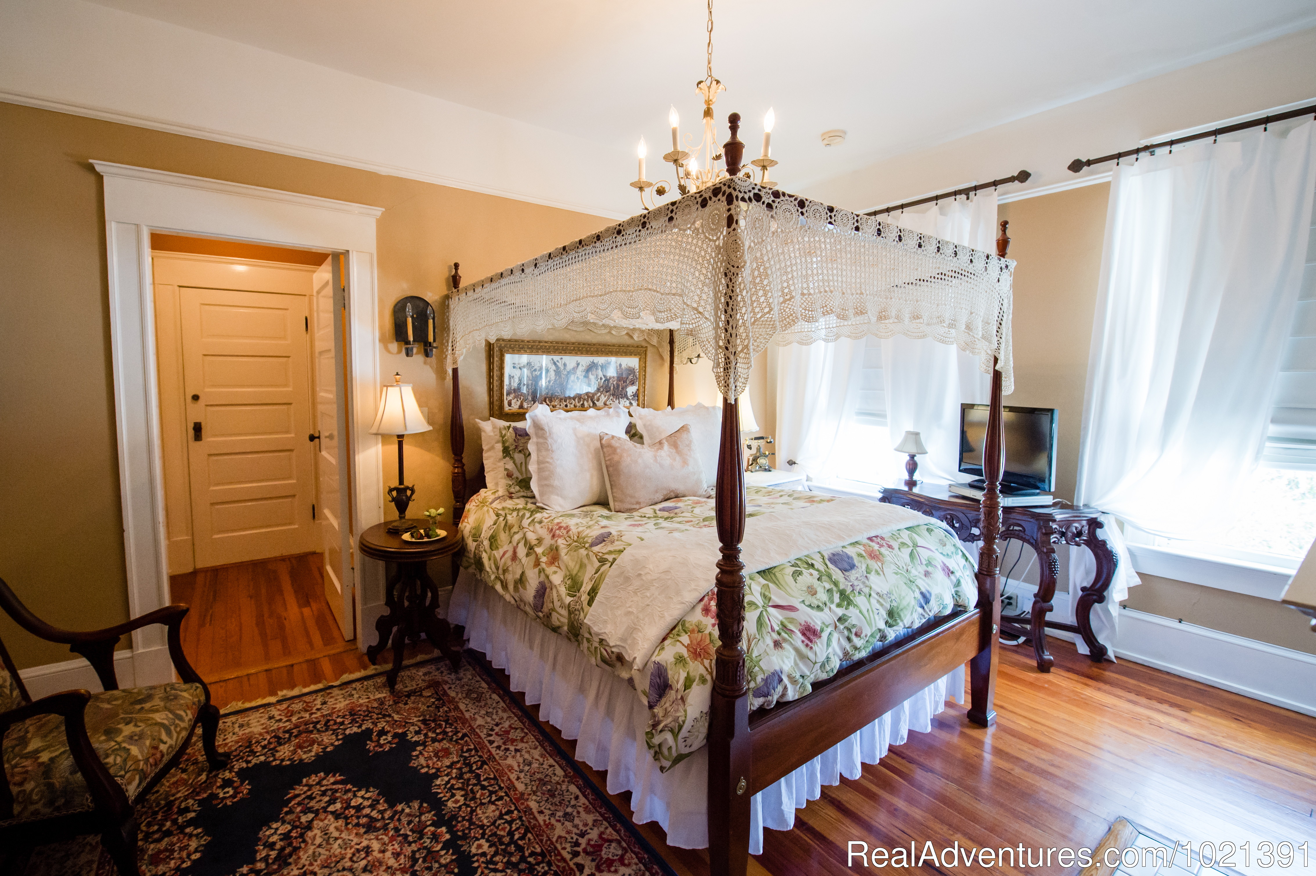 Room 10 - Charles | Image #11/16 | Hoyt House Bed and Breakfast