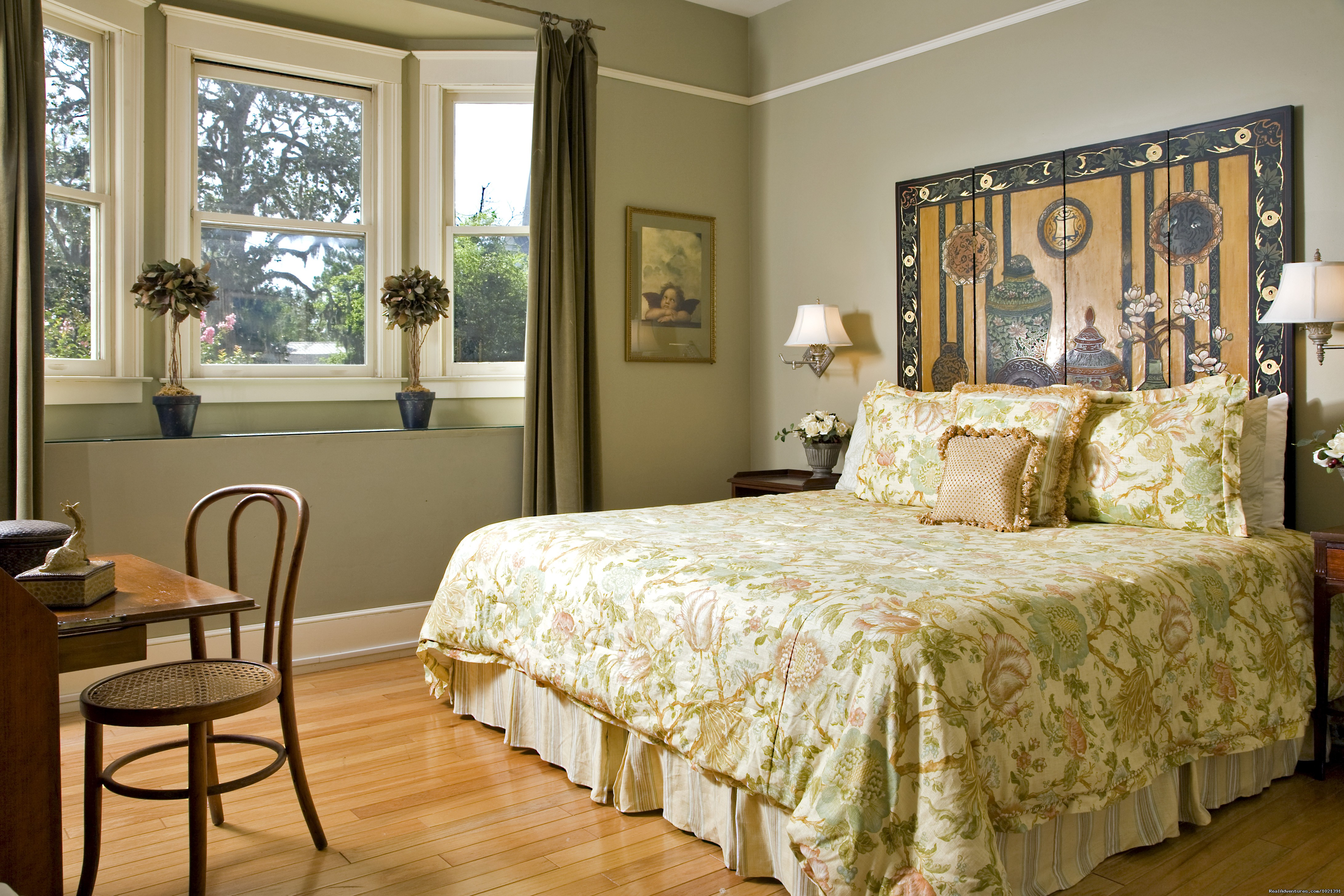 Room 3 - Oliver | Image #4/16 | Hoyt House Bed and Breakfast