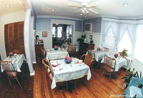 Spacious Dining Room w/Separate Seating - Serendipity Bed & Breakfast