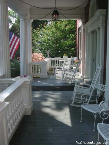 Spring at Federal Crest - Best of Lynchburg LodgingFederal Crest Inn B & B