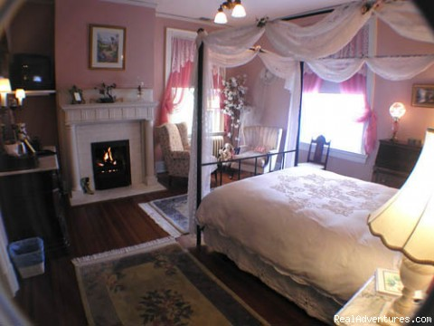 Dogwood bedroom - Best of Lynchburg LodgingFederal Crest Inn B & B
