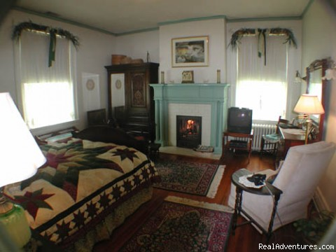 Willow bedroom - Best of Lynchburg LodgingFederal Crest Inn B & B
