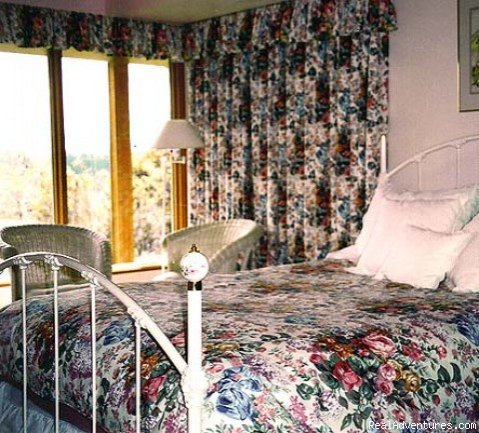 the ROSE ROOM | Image #4/4 | A Cascade View Bed & Breakfast