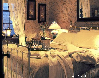 Our Elegant Historic Rooms - Historic Gold Rush National Hotel near Yosemite