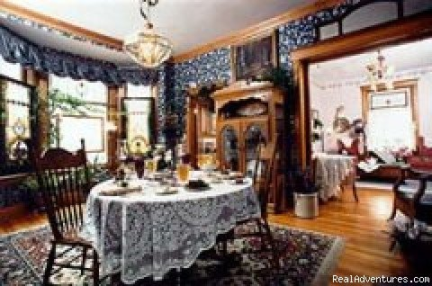 1901 Victorian home near historic Old Colorado City, decorated with antiques, quilts and stained glass. Three rooms, all with Queen-size beds, TV/VCR and phone. Two are suites, one has jetted tub for two. Fireplace in suites and common area.