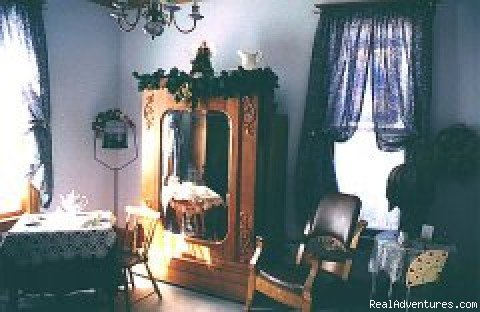 Bluebird Suite sitting room | Image #6/8 | Awarenest Victorian Bed & Breakfast