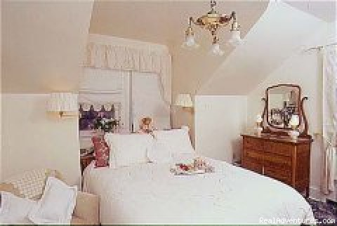 - Awarenest Victorian Bed & Breakfast
