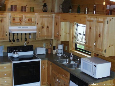 MacLeod cabin kitchen - Luxury Log Cabin Rentals with Hot Tub