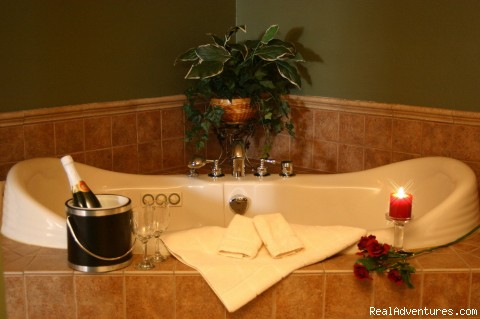 Sauna Suite Jacuzzi - Romantic Secluded Cabins--Donna's Premier Lodging