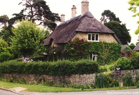 Thatched Cottage - Exclusive Journeys OverACuppaTeaTours to England