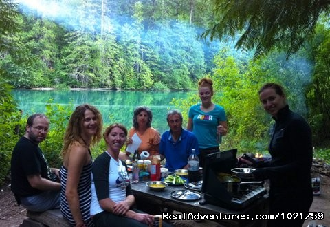 Lakeside lunch - Small Group Rockies & Vancouver Island Vacations