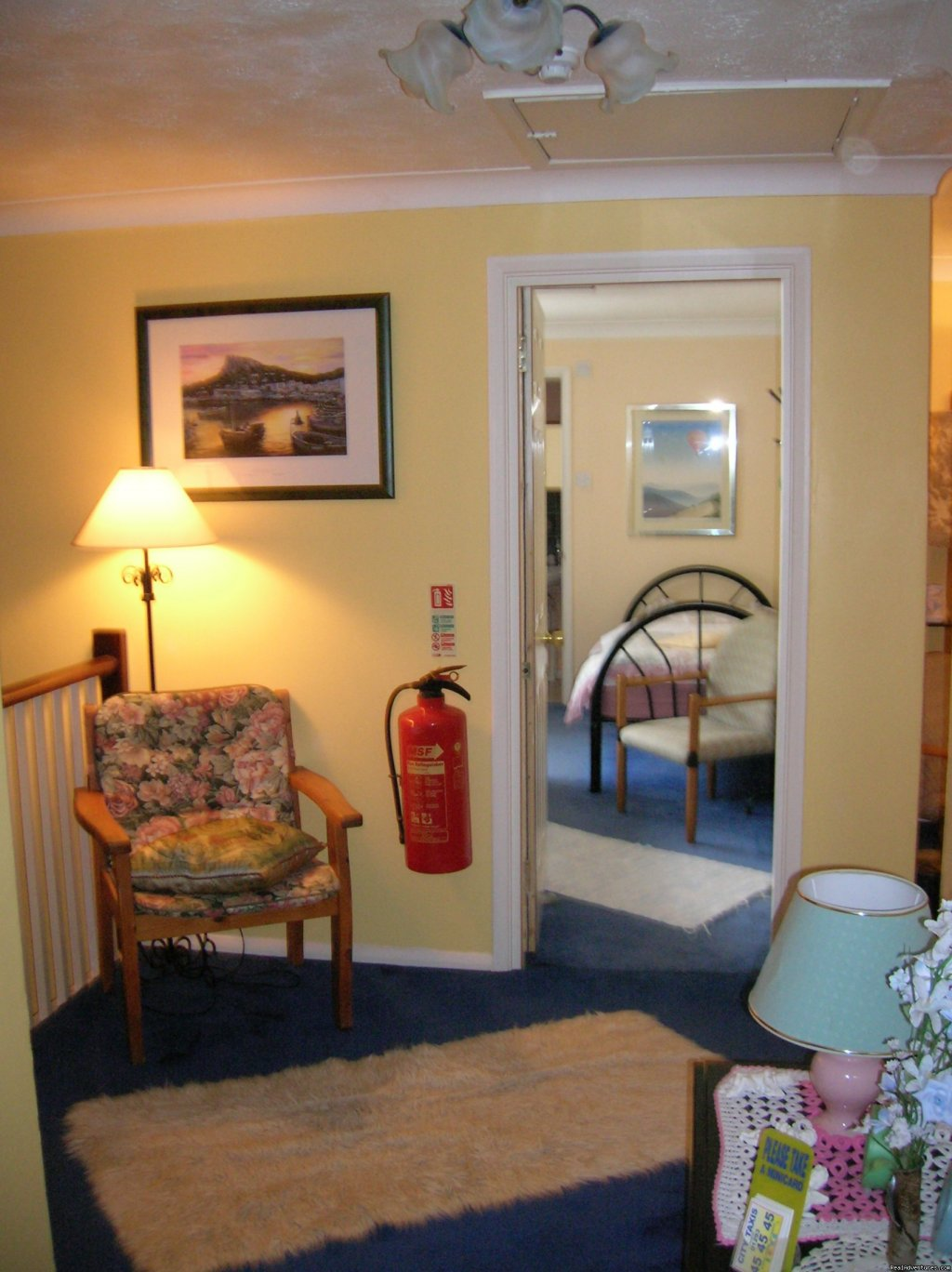 Double or Twin Room. Sleeps upto 3 peopl | Image #5/7 | Beautiful Guest house / b&b near Gatwick airport