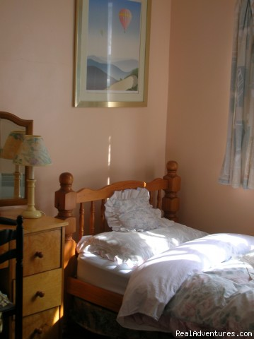 Single room with private shower and wash (#3 of 11) - Beautiful Guest house / b&b near Gatwick airport